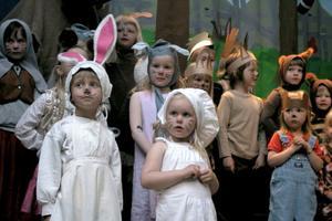 30-40 barn mellan fyra och sex år från Fria förskolan - Sparven, Noten och Sunnanäng i Edsbyn och Alfta medverkade i musikalen.