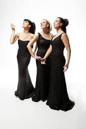Operatrion Divine består av Caroline Gentele, Jacqueline Miura och Gabriella Lambert-Olsson.