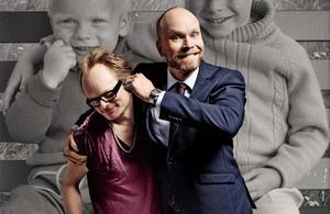 Martin och Kristian Luuk gjorde en föreställning om sin ansträngda syskonrelation. Den kommer till Sundsvall och Tonhallen på fredagskvällen.