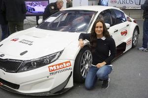 Emelie Liljeström och hennes bil i 2015 års STCC