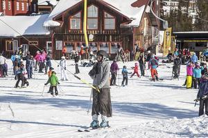 Tillsammans på snö lockade många deltagare. Hanna var en av de som bor i Härjedalen och ville prova på att åka skidor gratis.