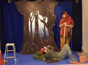 Eila Boholm Wall och Marie-Thérèse Sarrazin berättar en flyktingpojkes historia i pjäsen