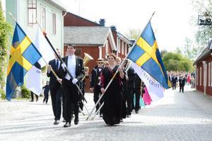 Studenter från Restaurang och Hotellhögskolan, Campus Grythyttan på parad under sin examensdag 2015.