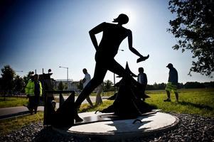 Staty för O-ringen. Anki Pettersson är konstnären.