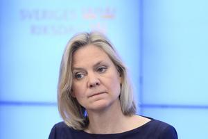 Finansminister Magdalena Andersson fifflar med utgiftstaket.