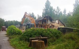 Nu rivs de gamla arbetarbostäderna i Björnhammaren.