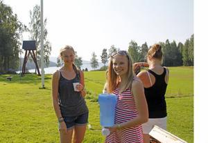 Malin Fritsson och Sofa Edén fixade vattenpaus på Lynäs ungdomsläger i helgen