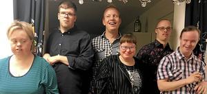 Caroline Lind, Patrik Torstenson, Jocke Öberg, Emma Granlund, Tobias Axelsson och Jonas Hermansson samlade inför tioårsjubileet.