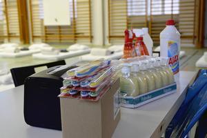 Hygienartiklar, madrasser och sängkläder, mikrovågsugnar, kylskåp, leksaker, tvättmaskiner och torktumlare är några av de saker som tagits till de kommunala gymnastiksalarna för att förbereda flyktingarnas mottagning.