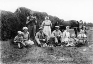KAFFERAST. Slåtterkaffe  i Ockelbo på 1930-talet.