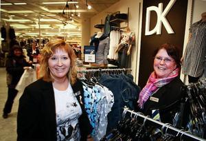 – Det är bra med konkurrens och nya butiker, för det drar folk till huset, säger Carina Dahlström, chef för Domus kläder. Från vänster Benita Nordmark.