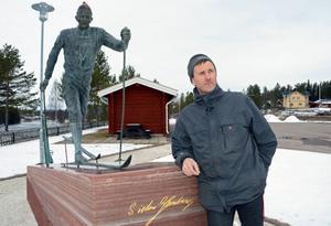 Johan Olsson är en stipendiat helt i Sixtens egen anda, säger Johnny Thuresson, ordförande i Sixten Jernbergs stiftelse .