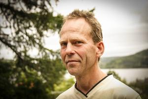 Peter Boije arbetar som signalprojektör till vardags. Han tar hand om en del av de tekniska detaljerna, som vattenpumpen och reningen av dammen.