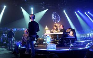 Det är här det händer. I en studio utanför Stockholm repar Erip Rapp inför kvällens veckofinal. Temat för kvällen är Min idol och Erik ska sjunga Wicked games av Weeknd. Foto: