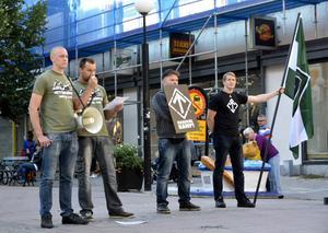 Nazistiska Svenska motståndsrörelsen proklamerade sin propaganda på Storgatan i september i fjol – utan tillstånd att demonstrera.