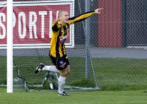 VIK lyfter. Från att ha varit ett bottenlag förra säsongen har Jonas Sandhagens VIK överraskat positivt med en andraplats efter fem omgångar. Vinner laget i kväll mot Sandviken kan de ta över serieledningen.