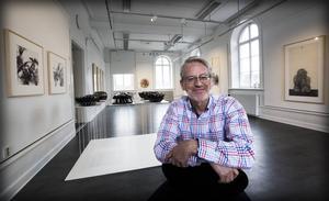 Jan Erik Nilssons kontakter med kinesiska och svenska konstnärer har resulterat i en mångfacetterad och spännande utställning.
