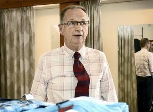 Arbetstimmarna har varit många och långa under de 50 år Benny Boström ekiperat traktens befolkning. Det stora intresset för kläder och människor är vad som drivit honom under alla år.