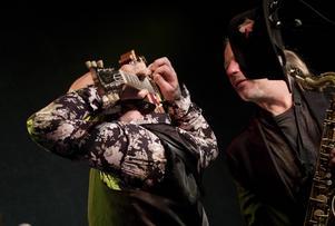 Erik Brodén gjorde en klassiker genom att spela med gitarren bakom huvudet.