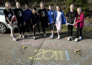 Tjejerna i dåtidens klass 5A på Bosvedjeskolan var med i Vårruset 2011.