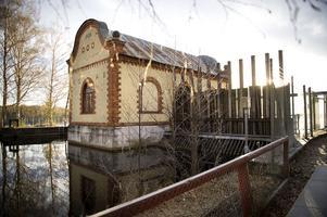 I Dalarna finns cirka 130 vattenkraftverk. Dessa är viktiga både för energiförsörjningen och en levande landsbygd, skriver debattörerna. På bilden Korsnäs vattenkraftverk i Falun.