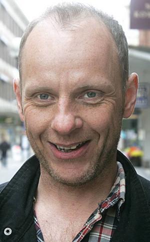 Peter Svedberg, 42 år, Hudiksvall:– Nej. Rent generellt tycker jag inte att kommuner ska äga sådant. Jag tror att det kan bli för ansvarslöst från föreningarna sida
