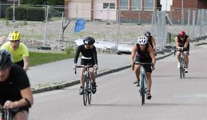 ...men är det inte. Jo, visst är Sara Hector mitt i tävlingsfältet i Gävle triathlon.