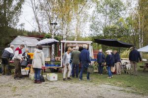 Det var många som passade på att åka till Tjärnvik gård på jubileumsdagen.