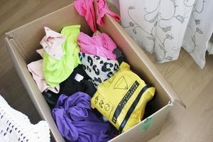Ångest. Annelie säger att hon får packångest bara av att åka tillÅland. Inför resan till Sydafrika har hon lagt sin packning i en låda innan hon bestämmer vad som ska med och vad som får stanna hemma.
