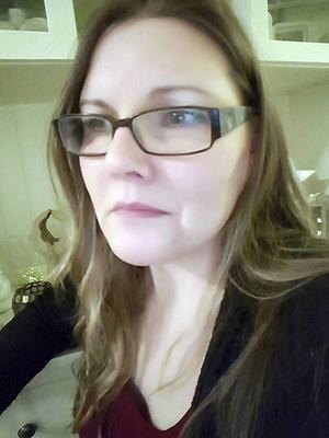 Elaine Lundgren har en allvarig bindvävssjukdom EDS och är helt beroende av sin permobil.