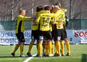 Jubel i ABK sedan Jesper Karlsson gett laget ledningen med 1–0.