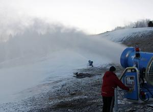 I mitten av december så började snökanonerna att mullra i Skönviksbacken och ett tag så såg det ut som öppningen var nära. Men vädergudarna ville annat.