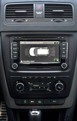 Bildtext 10: Stor och tydlig pekskärm för radio, GPS och backkamera.Foto: Anders Wiklund/TT