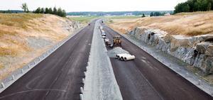 Nya E18-sträckningen är inte kortare än nuvarande som går genom Hummelsta. Men den är snabbare.