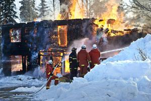Sveriges brandmän får allt sämre ekonomiska villkor, inte minst deltidsbrandmännen, skriver Landsbygdspartiet oberoende i en debattartikel och kräver att brandmännen får bättre lön och högre ekonomisk ersättning för sina livsviktiga insatser.