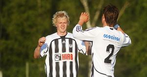Joel Stillmark och Pelle Lööf, tvåmålsskyttar för Strand.