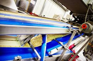På Lierne bakeri har lefser, som är en norsk form av tunnbröd som sockras och smörats, producerats, men nu är det slut med det. Bageriet läggs ner och flyttas till Möre-Romsdal-