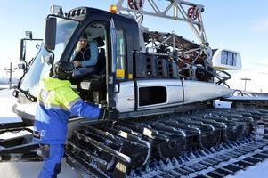 Mikael Westerdahl i pistmaskinen tar lugnt på det inträffade, men konstaterade också att det kunde ha gått illa om maskinen träffats av den avslitna vajern.