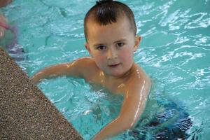 Emil Olsson var enda killen på simskolan i sin grupp i söndags.