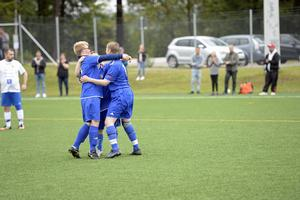Jubel i GIF Sundsvall FH efter ett av målen mot IFK Timrå FFF.