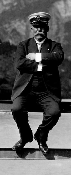 Adolf Ahlgren.