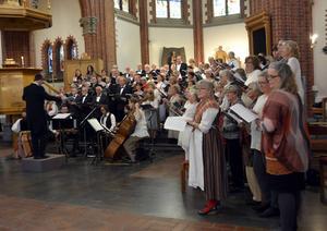 200 kyrkosångare sjunger folkmusikmässan