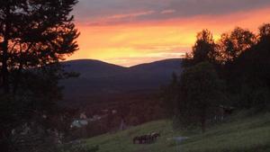 Solnedgång i Funäsdalen mot Storskarven och Lillskarven.