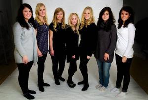 Här är årets sju luciakandidater, från vänster Sandra Jakobsson, Viktoria Rennerståhl, Madelene Dahlström, Annica Englund, Fanny Petré, Emelie Holten och Eileen Tunell.