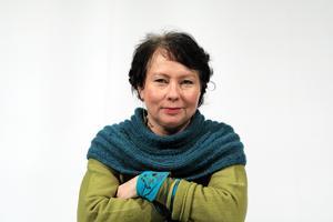 Teaterchefen Åsa Simma vill se en försonings- och sanningskommission för Sápmis samer.