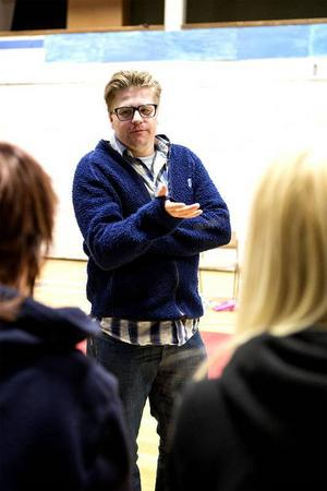 Teaterföreställningen Dunderklumpen 40 år blir inte av. Martin Johansson var tänkt som regissör.