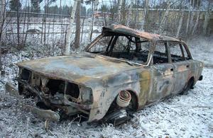 Bilen hittades uppbrunnen vid travbanan i Bollnäs.