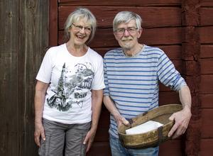 Birgitta Bergström och Nisse Olofsson i linföreningen.