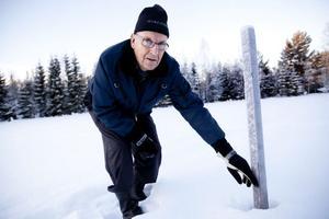 Ove Jonsson konstaterar att snödjupet sjunkit en decimeter till 55 centimeter på en dryg vecka i januari.