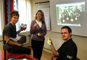 Josef Norlin, före detta UF-elev, Maria Lidgren och Mathias Sundin, Ung Företagsamhet, gläds åt att Västernorrland har den högsta andelen UF-elever i landet.